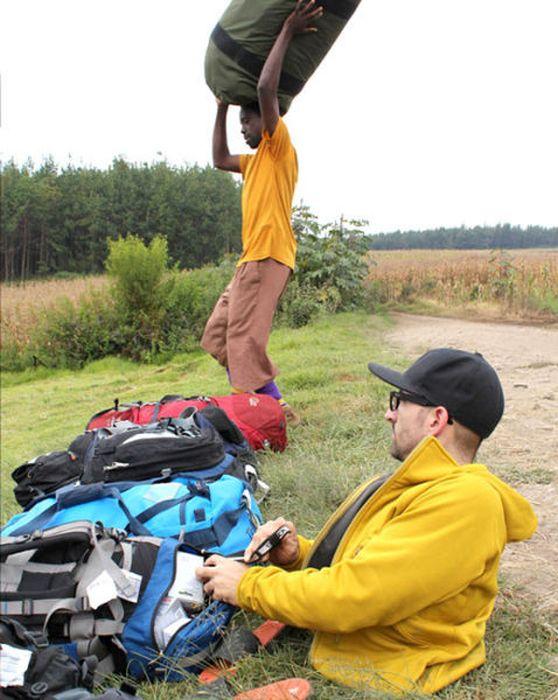 A história em fotos de Spencer West, o homem que venceu o Kilimanjaro com as mãos 22
