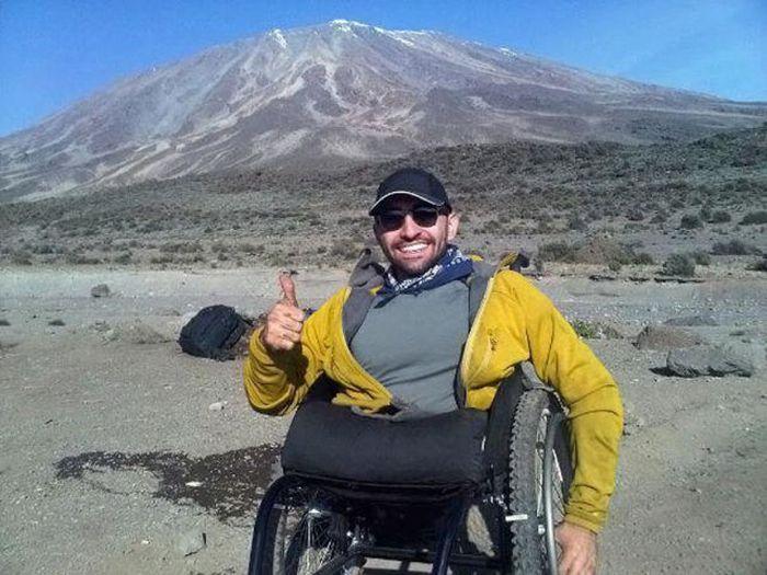 A história em fotos de Spencer West, o homem que venceu o Kilimanjaro com as mãos 29