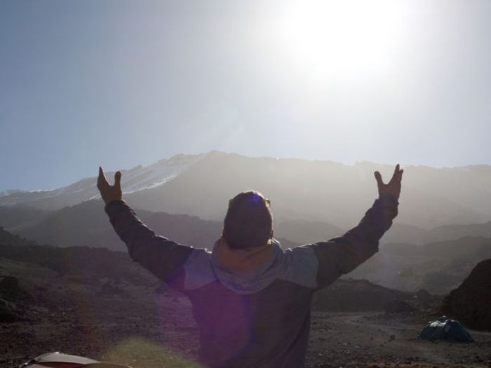 A história em fotos de Spencer West, o homem que venceu o Kilimanjaro com as mãos 34