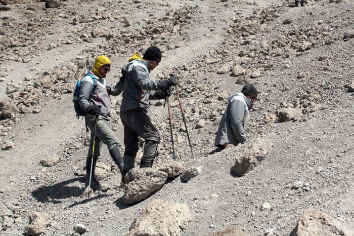 A história em fotos de Spencer West, o homem que venceu o Kilimanjaro com as mãos 37