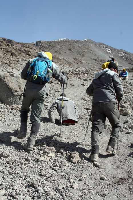 A história em fotos de Spencer West, o homem que venceu o Kilimanjaro com as mãos 38