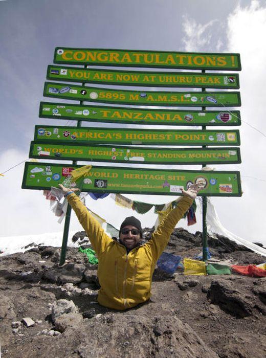 A história em fotos de Spencer West, o homem que venceu o Kilimanjaro com as mãos 41