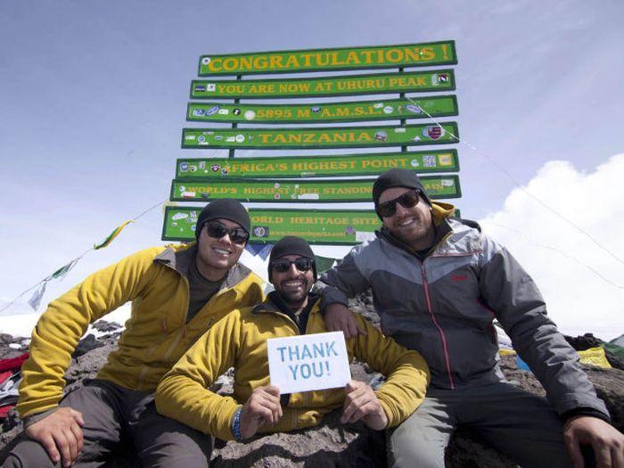 A história em fotos de Spencer West, o homem que venceu o Kilimanjaro com as mãos 42