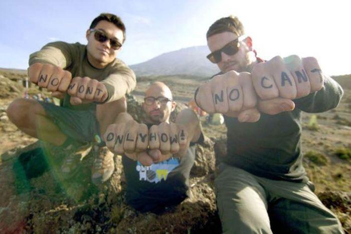 A história em fotos de Spencer West, o homem que venceu o Kilimanjaro com as mãos 43