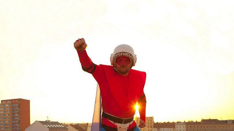 Super-heróis da vida real: Super-Vaclav e Phoenix Jones 01