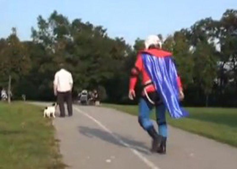 Super-heróis da vida real: Super-Vaclav e Phoenix Jones 02
