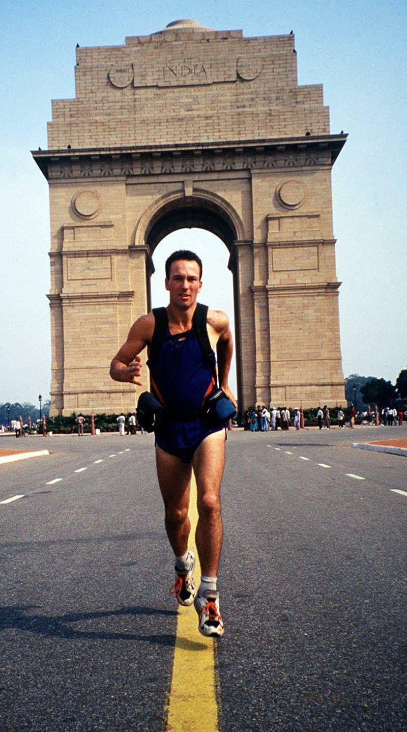 «The Runningman», a façanha (ou a mentira) do primeiro homem a dar a volta ao mundo correndo