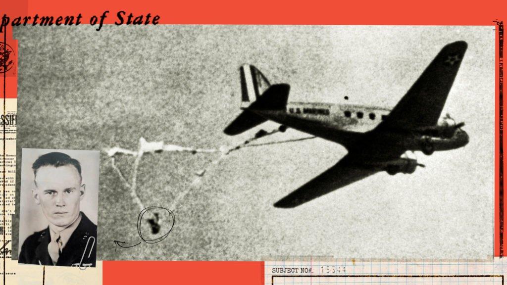 Seu paraquedas ficou preso na roda do avião e, suspenso no ar, tinha poucas chances de sobrevivência