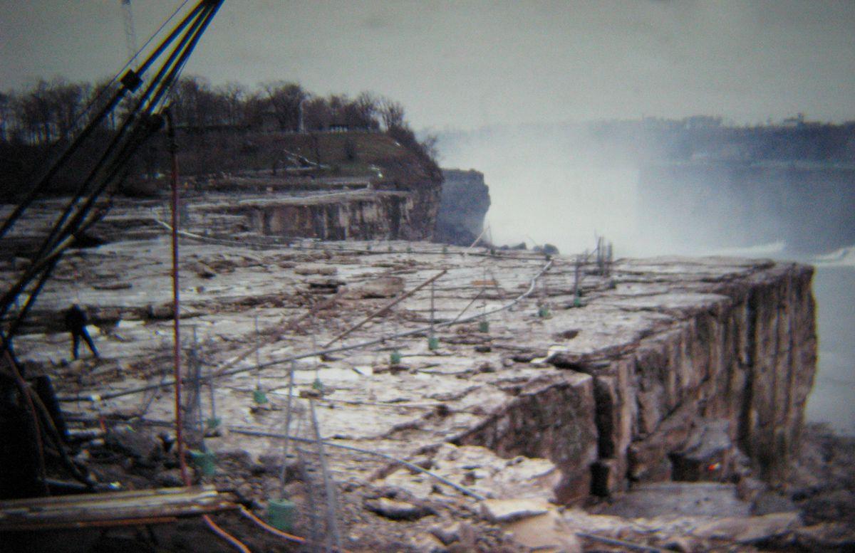 Quando drenaram as Cataratas do Niágara e encontraram surpreendentemente poucos cadáveres 06