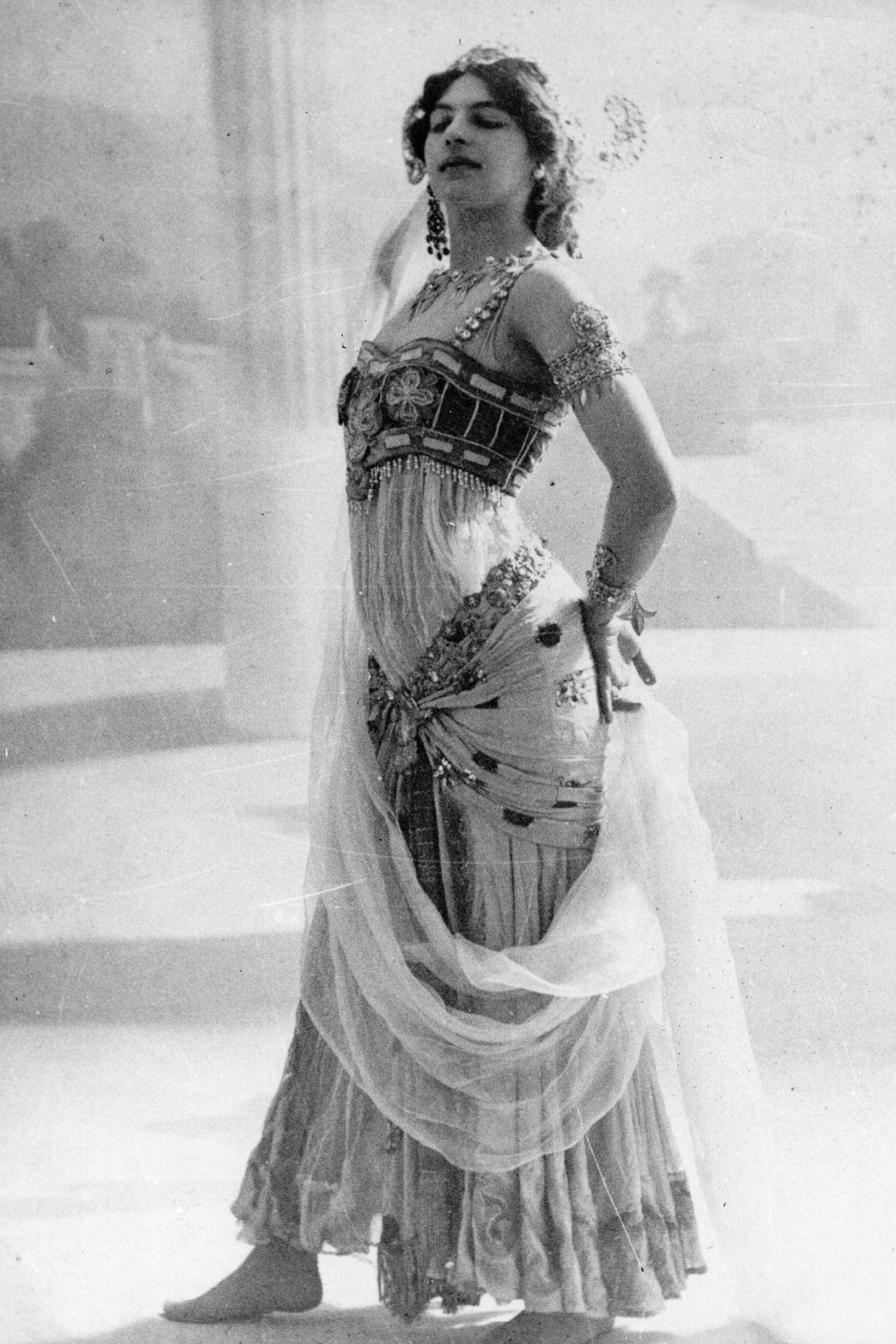 A história dramática de Mata Hari, dançarina exótica e notória espiã da Primeira Guerra Mundial 03