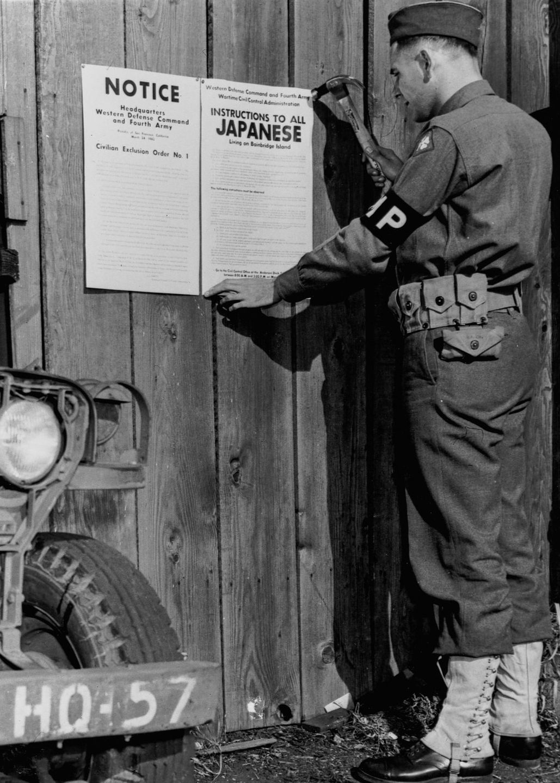 Cenas comoventes de nipo-americanos sendo levados para campos de concentração em 1942 03