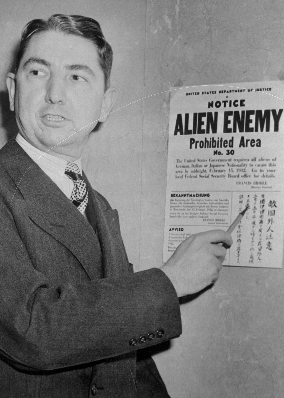 Cenas comoventes de nipo-americanos sendo levados para campos de concentração em 1942 05
