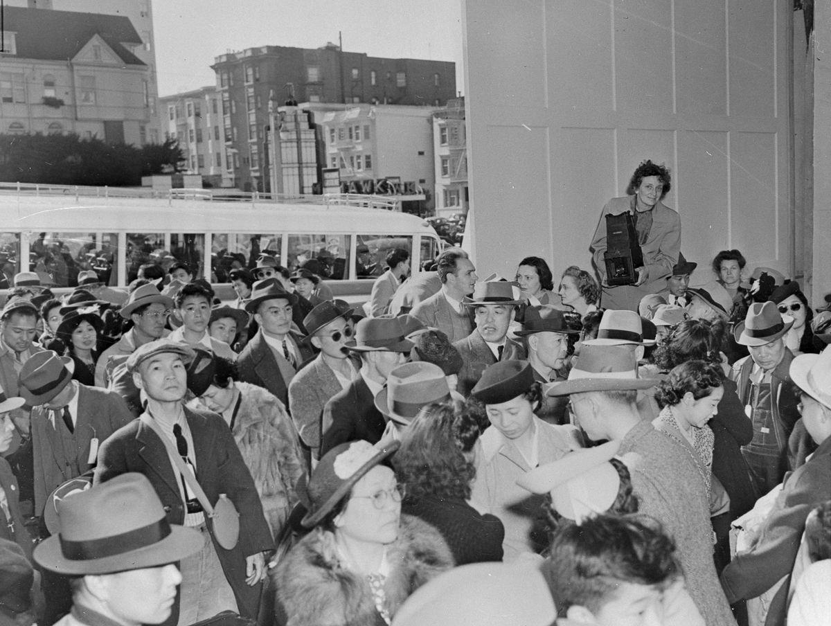 Cenas comoventes de nipo-americanos sendo levados para campos de concentração em 1942 10