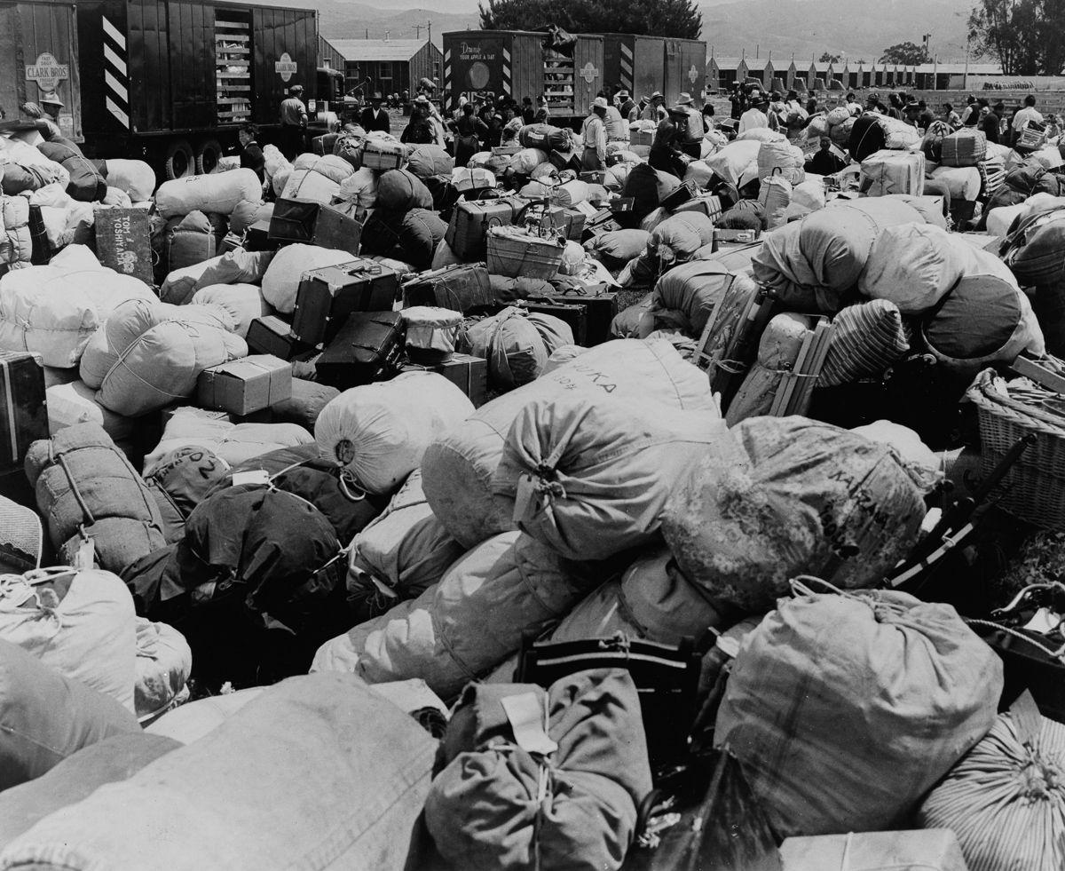 Cenas comoventes de nipo-americanos sendo levados para campos de concentração em 1942 14