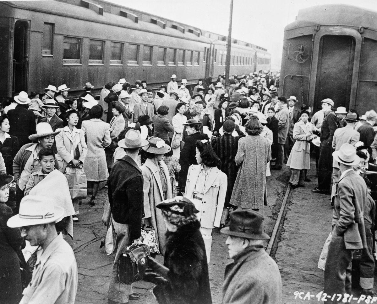 Cenas comoventes de nipo-americanos sendo levados para campos de concentração em 1942 15