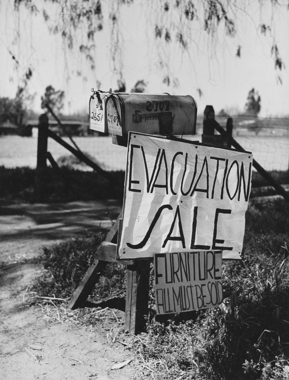 Cenas comoventes de nipo-americanos sendo levados para campos de concentração em 1942 30