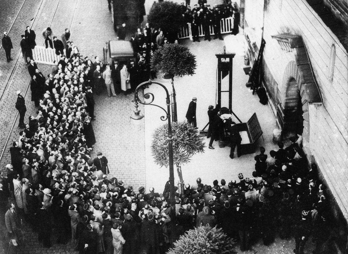 A última execução pública pela guilhotina na França 01