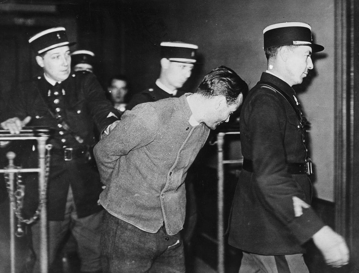A última execução pública pela guilhotina na França 02