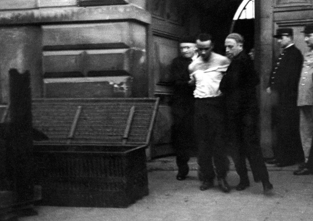 A última execução pública pela guilhotina na França 09