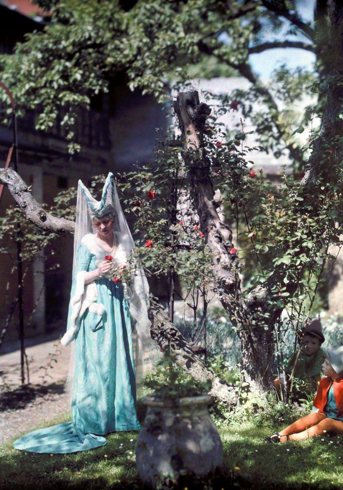 Este festival de 1936 de Joana d'Arc tinha cosplays muito bons inclusive para a atualidade 13