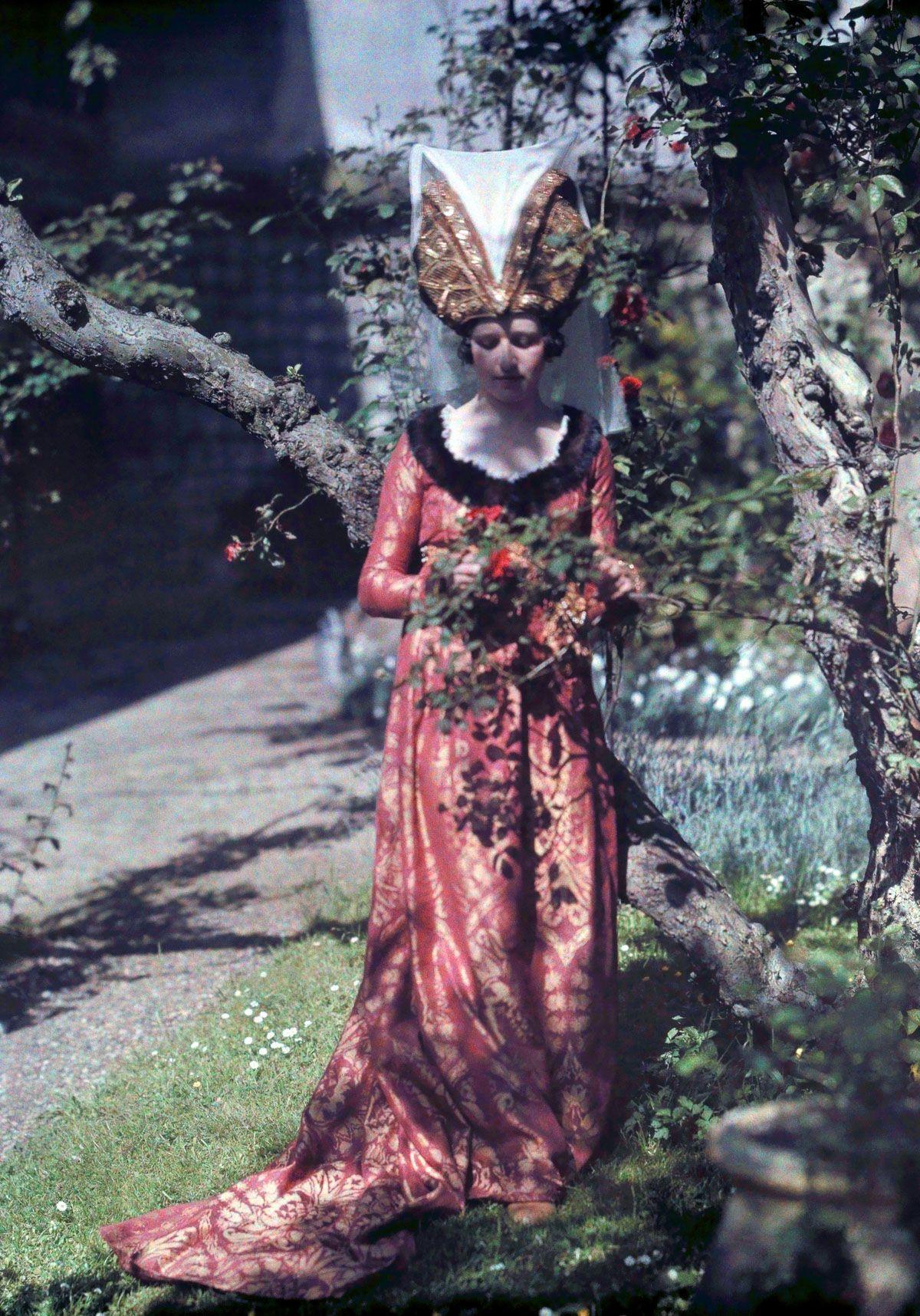 Este festival de 1936 de Joana d'Arc tinha cosplays muito bons inclusive para a atualidade 14