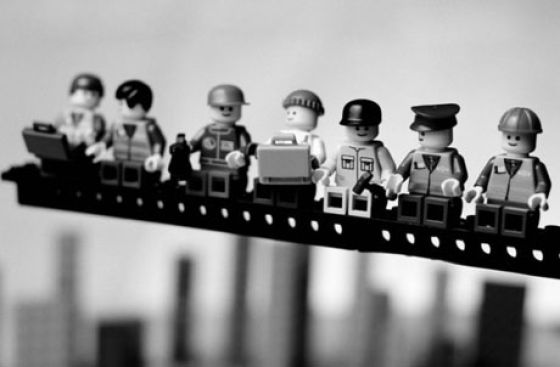 Fotografias que contam história transladadas ao Lego 17