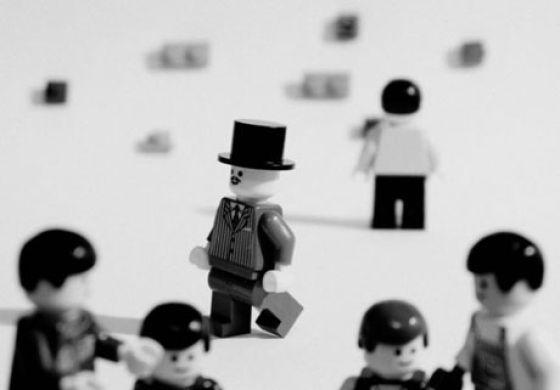 Fotografias que contam história transladadas ao Lego 23