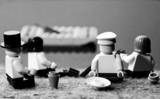 Fotografias que contam história transladadas ao Lego 25