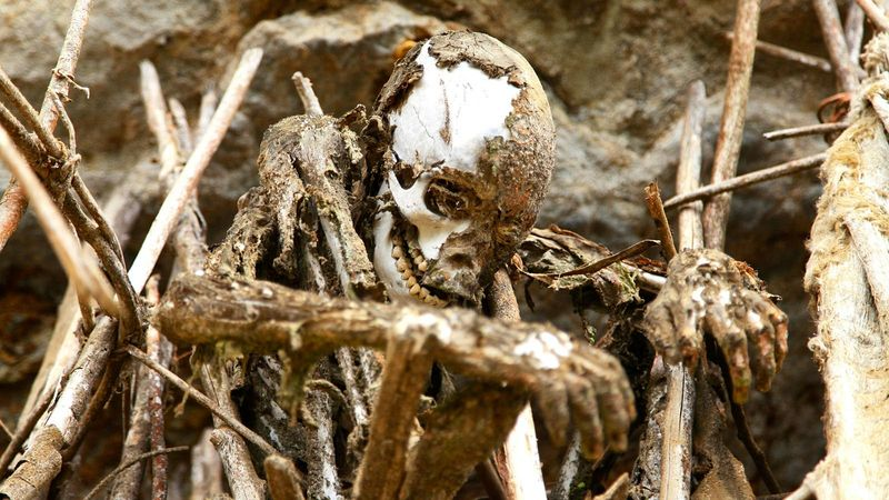 As m�mias defumadas de Aseki, em Papua Nova Guin� 04