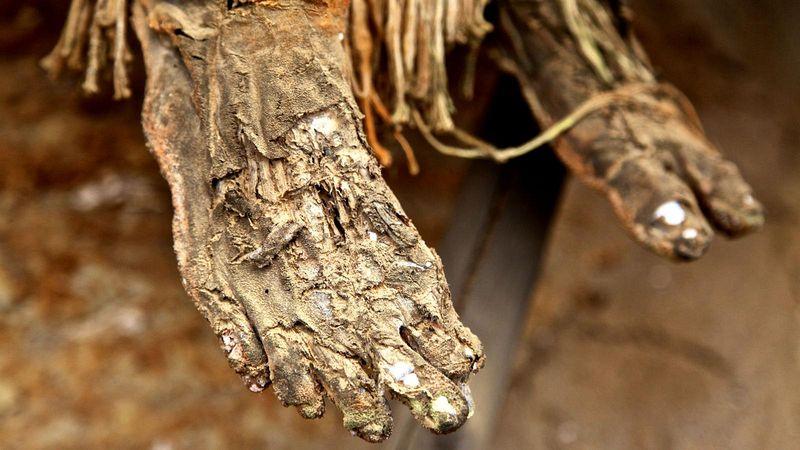 As m�mias defumadas de Aseki, em Papua Nova Guin� 08