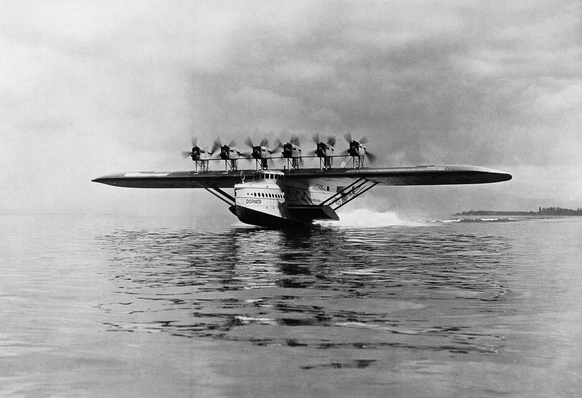 Este enorme barco voador luxuoso mal conseguia sair da água 01