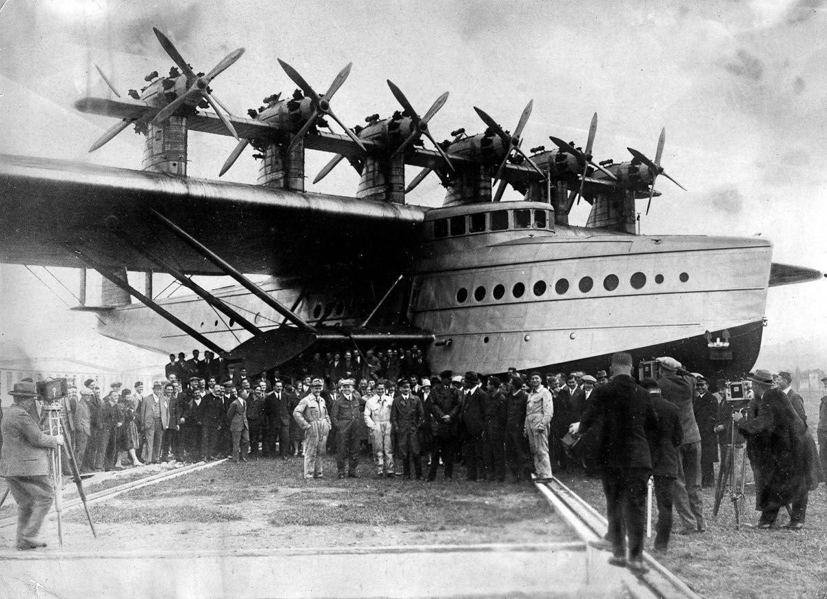 Este enorme barco voador luxuoso mal conseguia sair da água 06