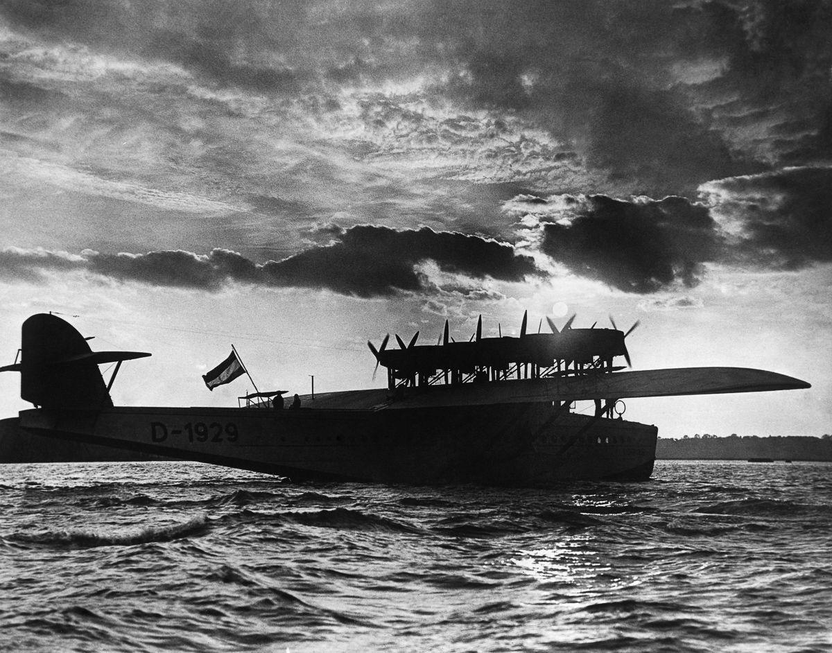 Este enorme barco voador luxuoso mal conseguia sair da água 10