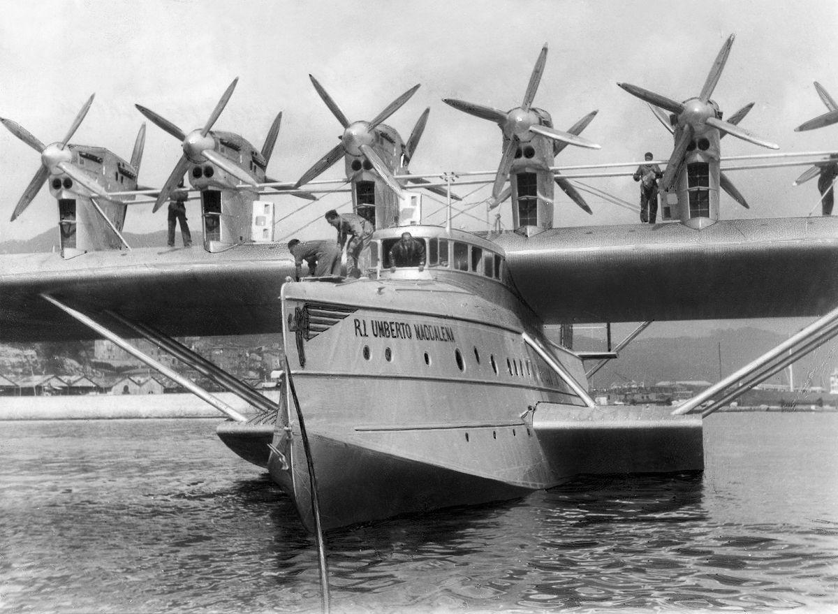 Este enorme barco voador luxuoso mal conseguia sair da água 21