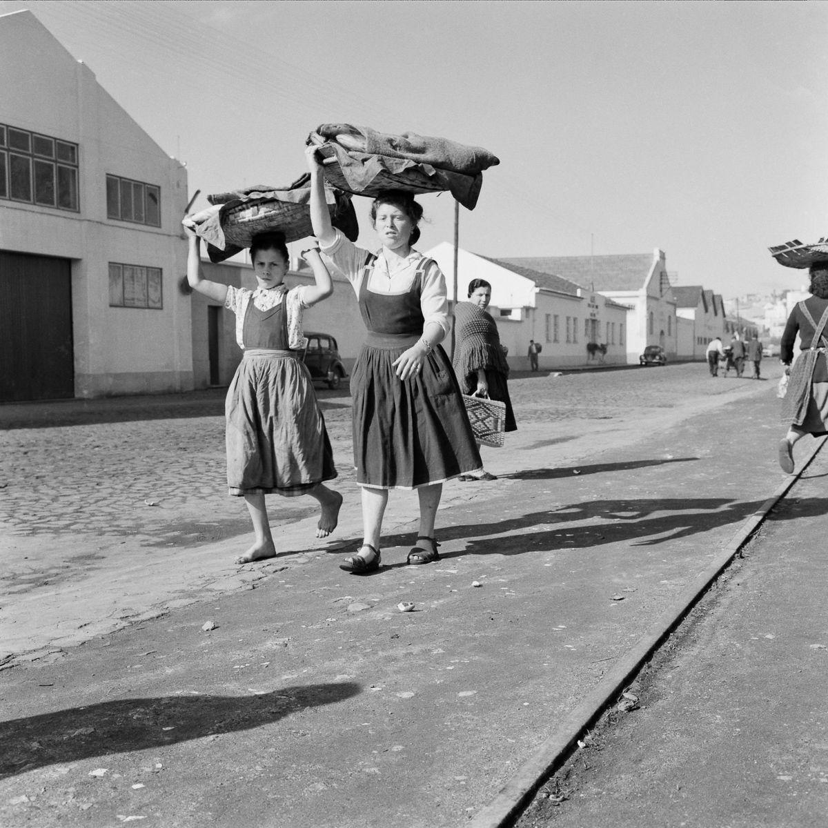 Fotografias deslumbrantes capturam a cultura da pesca dos anos 50 em Portugal 04