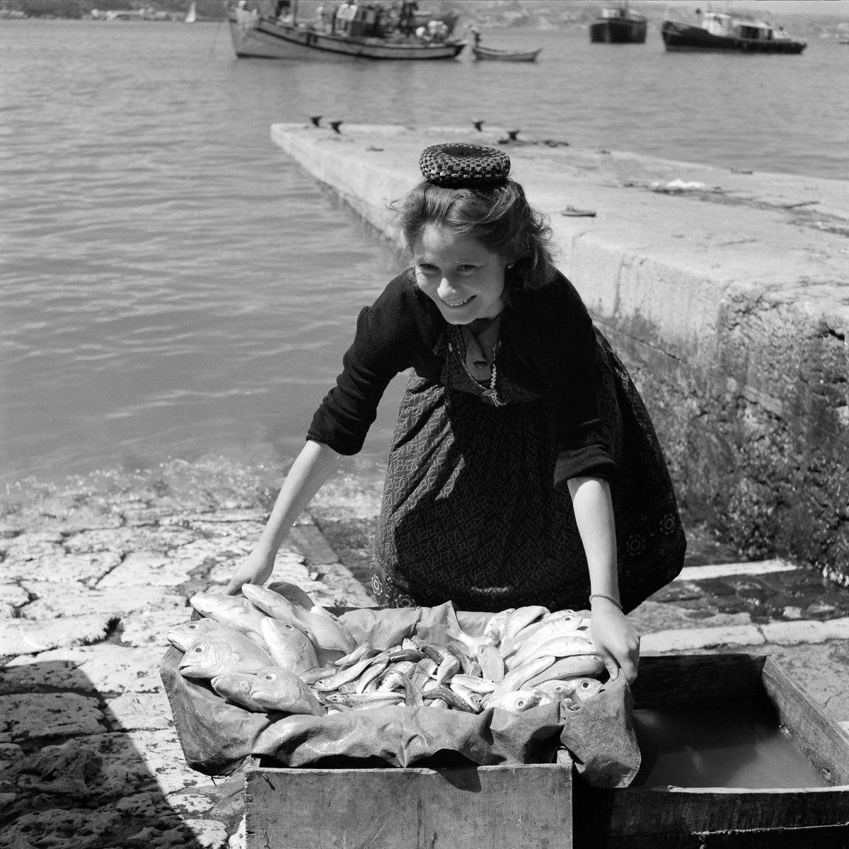 Fotografias deslumbrantes capturam a cultura da pesca dos anos 50 em Portugal 07