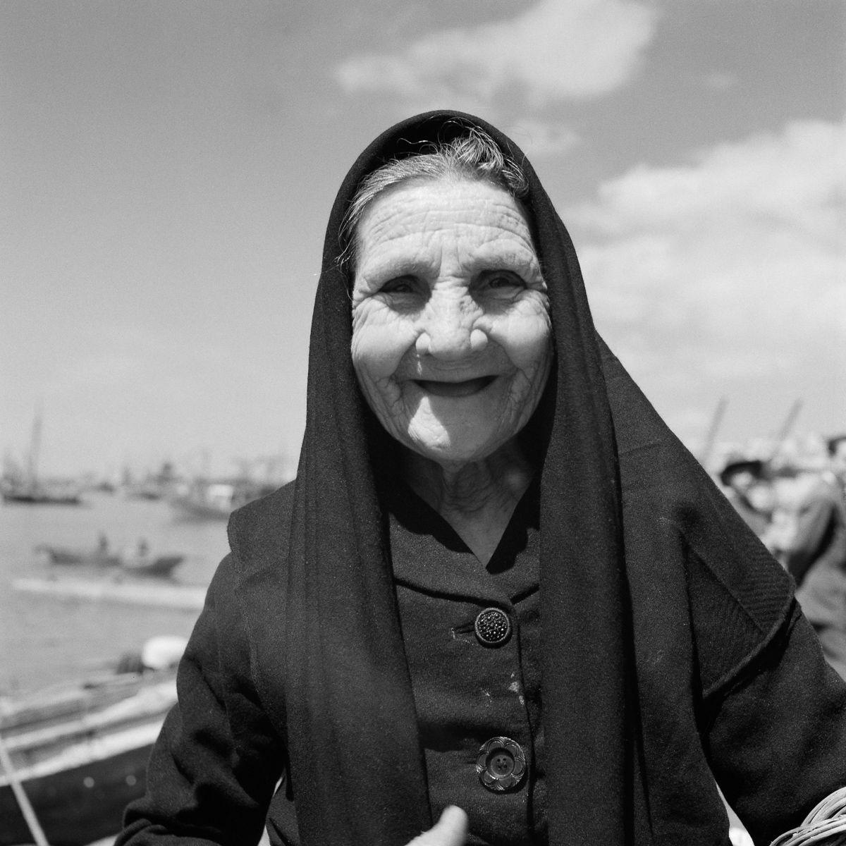 Fotografias deslumbrantes capturam a cultura da pesca dos anos 50 em Portugal 09