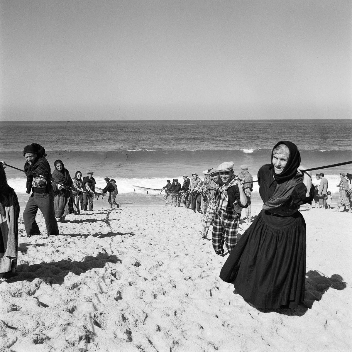 Fotografias deslumbrantes capturam a cultura da pesca dos anos 50 em Portugal 14