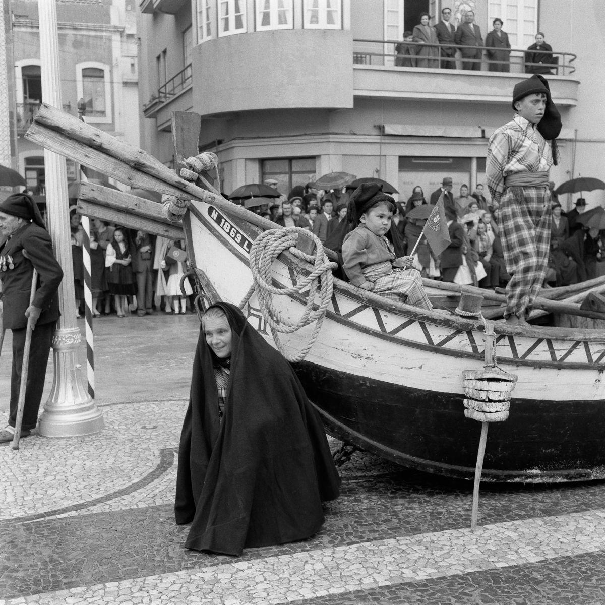 Fotografias deslumbrantes capturam a cultura da pesca dos anos 50 em Portugal 24
