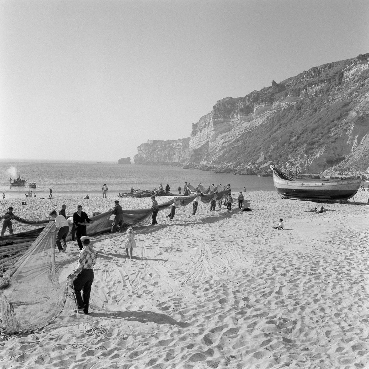 Fotografias deslumbrantes capturam a cultura da pesca dos anos 50 em Portugal 25