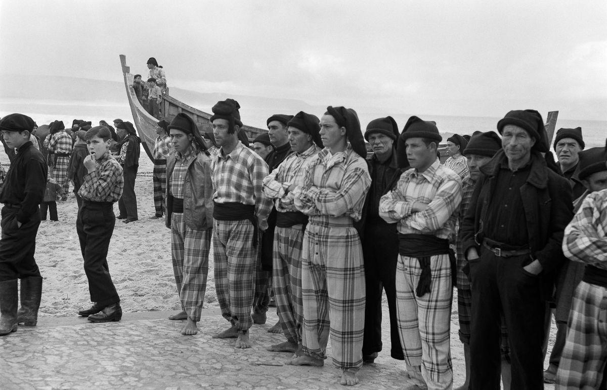 Fotografias deslumbrantes capturam a cultura da pesca dos anos 50 em Portugal 26