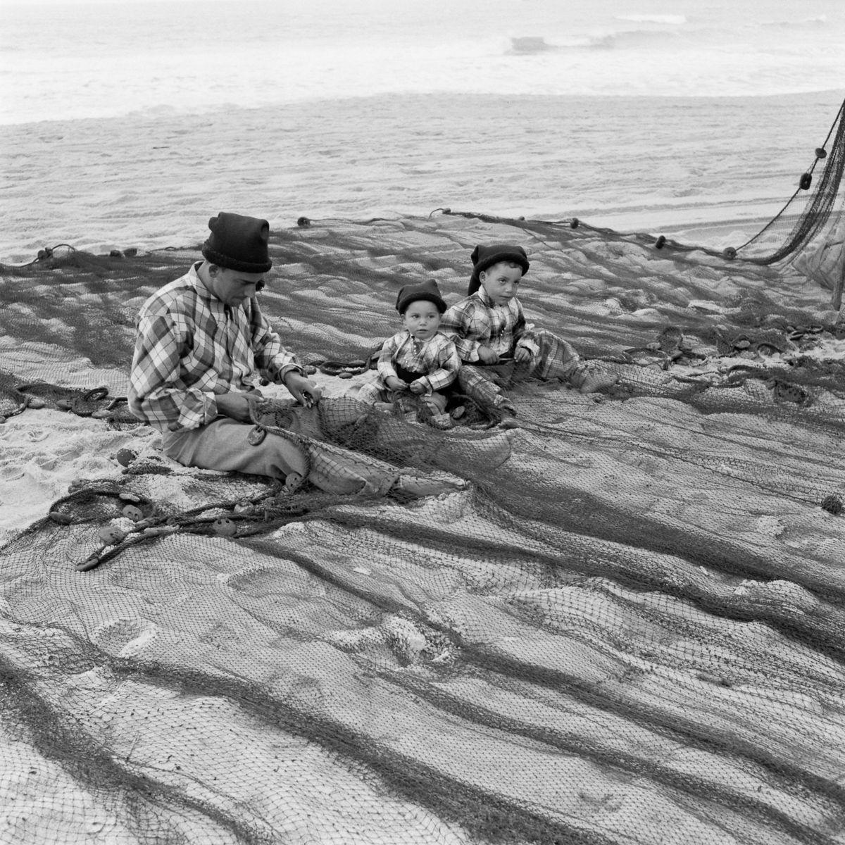 Fotografias deslumbrantes capturam a cultura da pesca dos anos 50 em Portugal 30