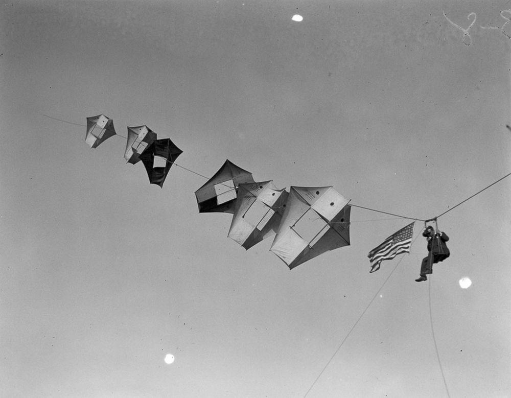 Na Primeira Guerra Mundial desenvolveram pipas de içamento para que homens pudessem fazer reconhecimento aéreo 01