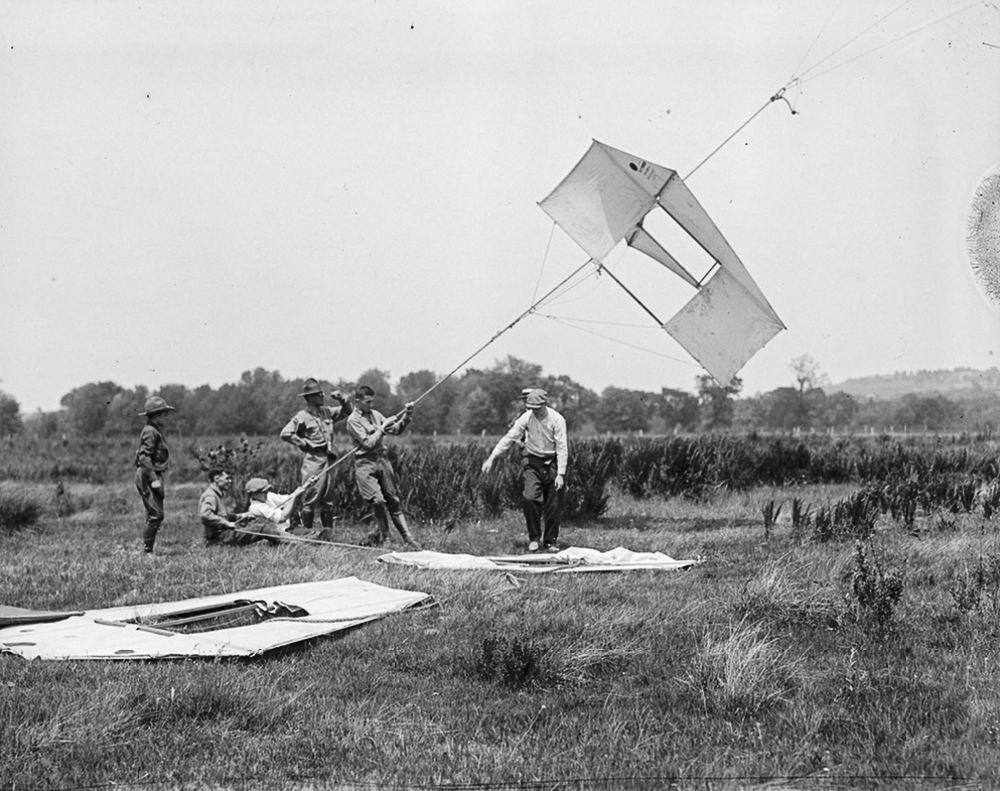Na Primeira Guerra Mundial desenvolveram pipas de içamento para que homens pudessem fazer reconhecimento aéreo 06