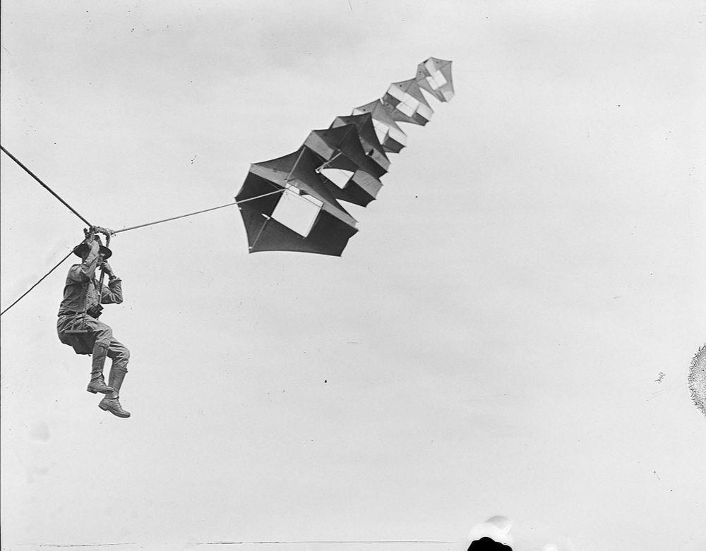 Na Primeira Guerra Mundial desenvolveram pipas de içamento para que homens pudessem fazer reconhecimento aéreo 07