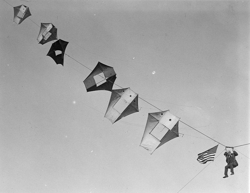Na Primeira Guerra Mundial desenvolveram pipas de içamento para que homens pudessem fazer reconhecimento aéreo 09