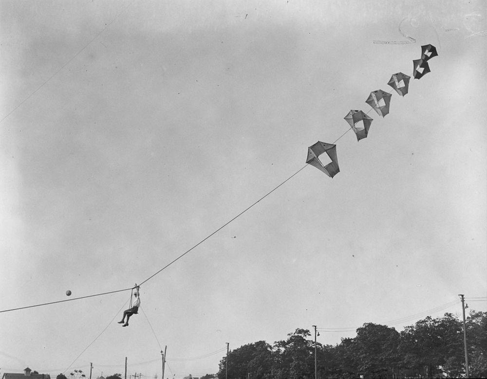 Na Primeira Guerra Mundial desenvolveram pipas de içamento para que homens pudessem fazer reconhecimento aéreo 10