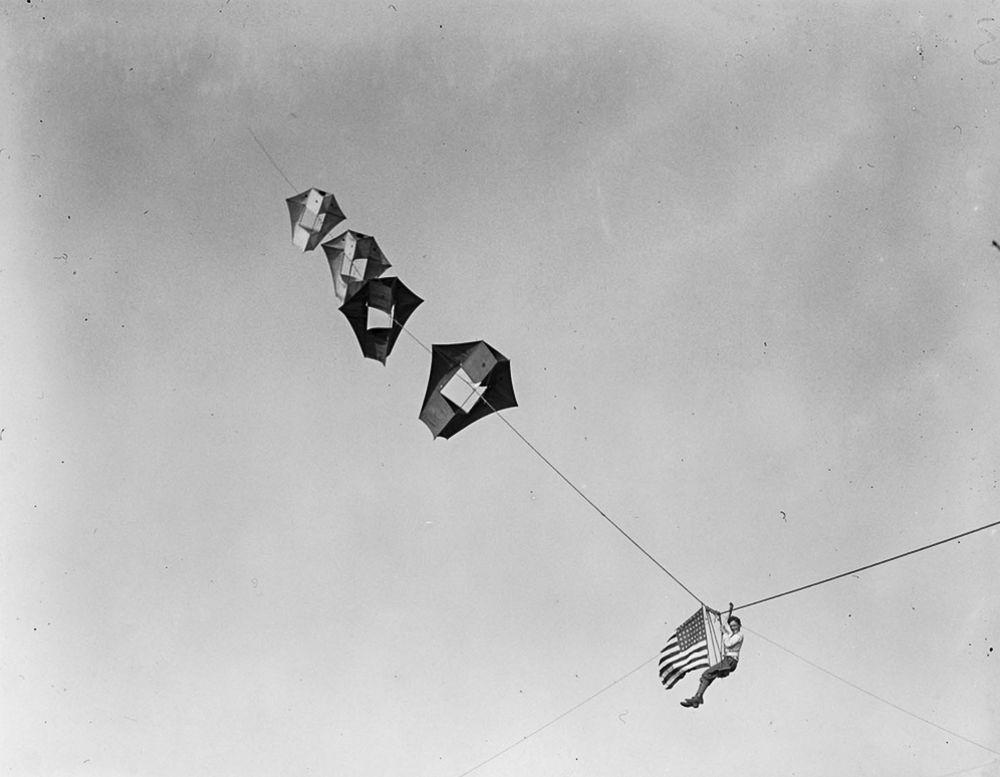 Na Primeira Guerra Mundial desenvolveram pipas de içamento para que homens pudessem fazer reconhecimento aéreo 12