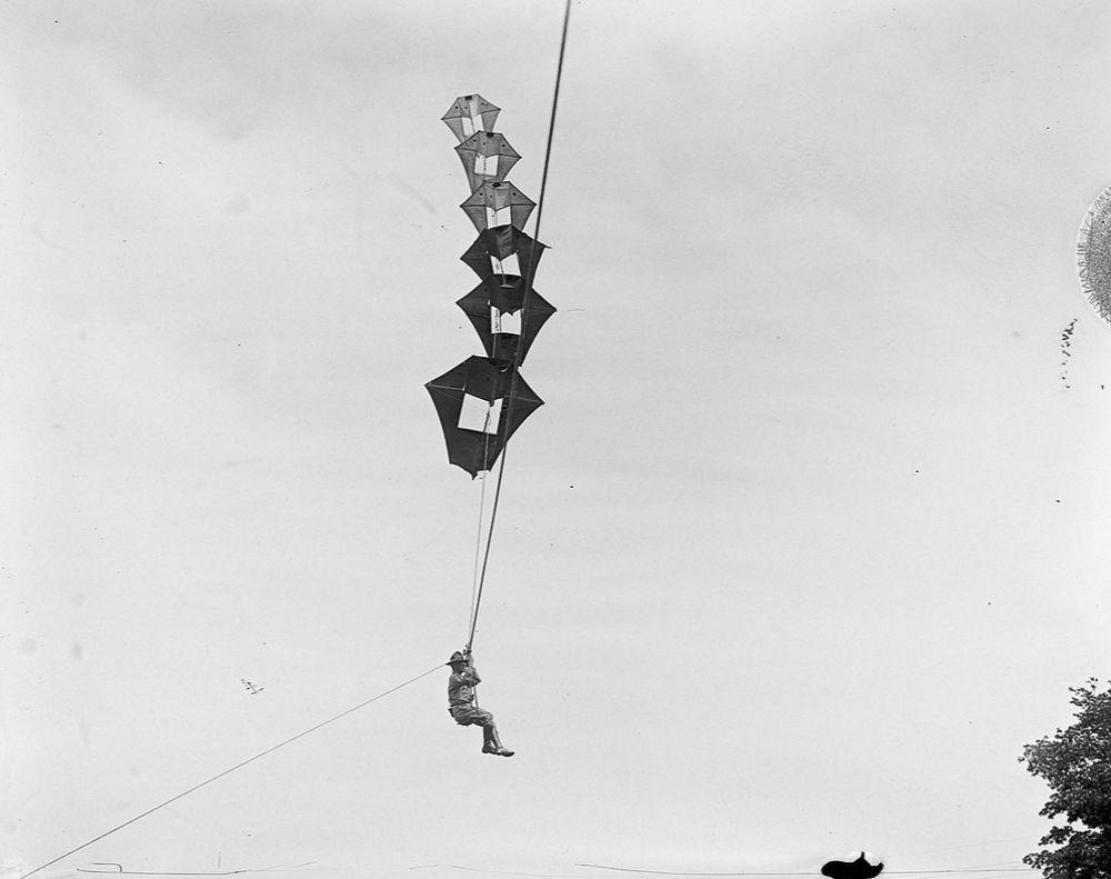 Na Primeira Guerra Mundial desenvolveram pipas de içamento para que homens pudessem fazer reconhecimento aéreo 14
