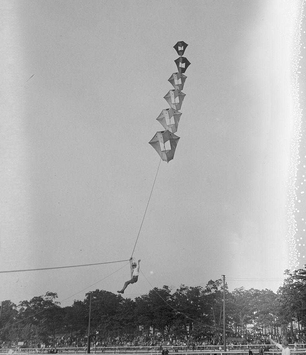 Na Primeira Guerra Mundial desenvolveram pipas de içamento para que homens pudessem fazer reconhecimento aéreo 16